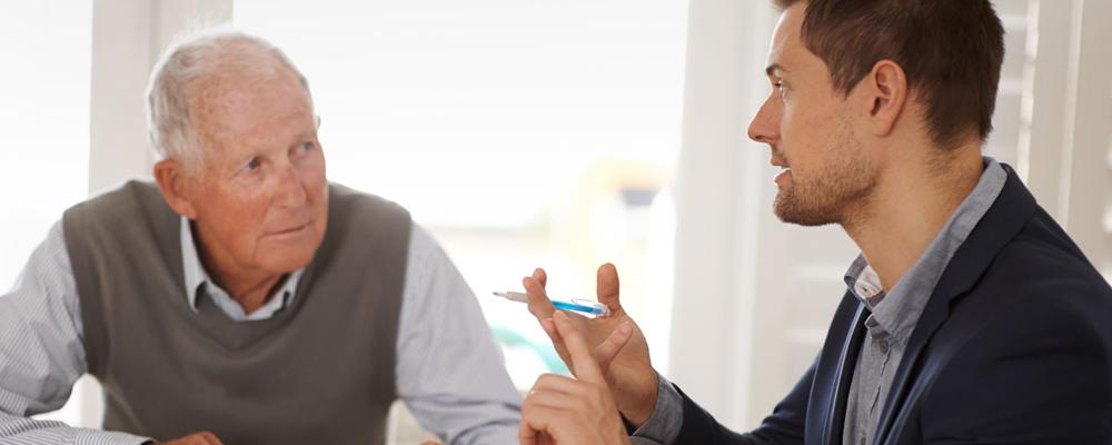На этом основании порядок увольнения регулируется положениями ст. 77 и 78 ТК. Инициатором срочного или бессрочного контракта на взаимовыгодных условиях выступают обе стороны — администрация и пенсионер. В ходе подготовки к увольнению они проводят переговоры. Их результаты отражаются в соглашении, которое оформляется в свободной форме.